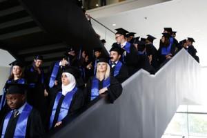Pomp and Circumstance: Die Bachelor-Absolventen der Wirtschaftswissenschaften im Wintersemester 2014/15. Foto: Dettmar