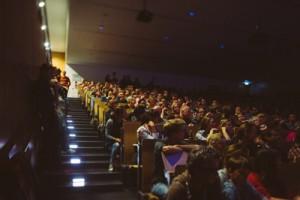 Spannende Naturwissenschaften: Auch bei der zehnten Night of Science auf dem Riedberg waren die Hörsäle selbst zu später Stunde noch gut gefüllt; Foto: Böttcher