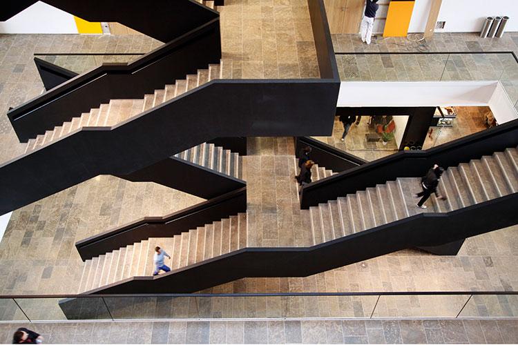 Auf dem Weg nach oben: Die Goethe-Universität will Promovenden und Postdocs bedarfs- und zielorientiert fördern. (Foto: Jürgen Lecher)
