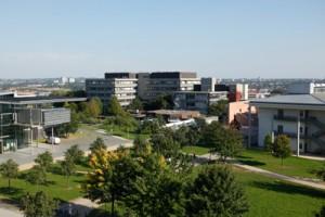 Seit 1973 schon auf dem Riedberg: die Gebäude des Fachbereichs Chemie; Foto: Dettmar