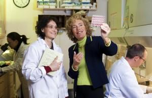 Professorin Elaine Fuchs (rechts) erhält die Friedrich-Merz-Stiftungsgastprofessur 2015. Foto: MERZ