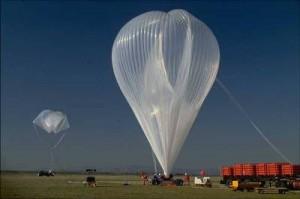Der Stratosphärenballon mit dem Luftprobensammler kann 100 kg schwere Messgeräte in höhen von 30 km tragen. Foto: A. Engel.