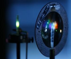 Farbige Spiegelung des Lichts nach Aufspaltung im Prisma; Foto: Uwe Dettmar