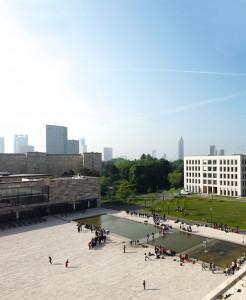Blick vom Campus Westend aufs Bankenviertel - eins der großen Forschungsfelder der Wirtschaftswissenschaftler. Foto: Uwe Dettmar