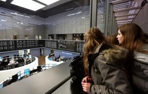 """Wer handelt hier mit wem? ScienceTour """"Bulle und Bär – Frankfurter Wertpapierbörse hautnah erleben"""". Ein Projekt der Goethe-Universität für Schulklassen der Sekundarstufe 1. www.sciencetours.de"""