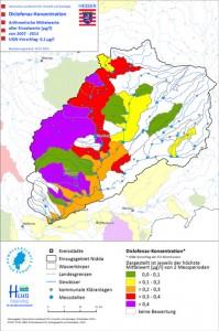 Bezugsgröße der Belastungskarte für das Arzneimittel Diclofenac (z.B. aus dem Schmerzmittel Voltaren) ist die neue Umweltqualitätsnorm (UQN) von 0,1 μg/L für Diclofenac, die für einen guten chemischen Zustand der Gewässer eingehalten werden muss. Nur in den grün markierten Bereichen werden die UQN nicht überschritten, in den gelb, orange, rot und violett markierten Gewässerabschnitten dagegen bis zum Faktor 2, 3, 4 bzw. um mehr als Faktor 4 überschritten.