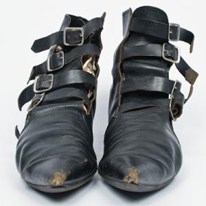 Gothic-Schuhe oder Pikes; Fotos: Tom Stern