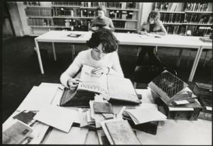 Universitätsbibliothek Johann Christian Senckenberg 1964: Die ersten Nutzer bei der Literaturrecherche; Foto: Inge Werth