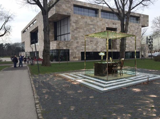 ...dann wird das von Vadim Zakharov entworfene Kunstwerk auf der Rasenfläche stehen. (Fotomontage: Planen & Bauen, Goethe-Universität)