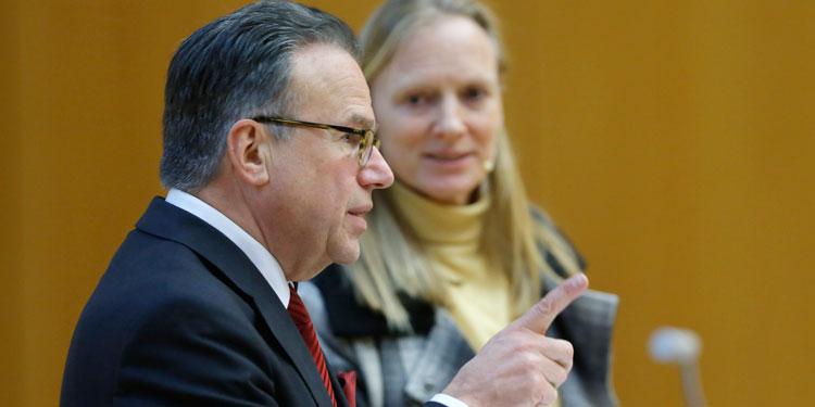 """""""It's time to pay back"""" (Prof. Birgitta Wolff, Universitätspräsidentin). Weise folgte bei seinem Votrag der Einladung des Präsidiums der Goethe-Universität."""