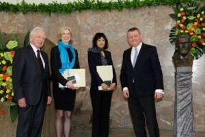 Harald zur Hausen, die Paul Ehrlich Preisträgerinnen Jennifer Doudna und Emmanuelle Charpentier, Minister Hermann Gröhe. Foto: Dettmar