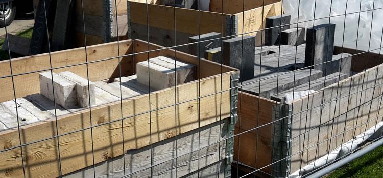 …auch die Steine für den umliegenden Steinkranz sind bereits angeliefert und werden in diesen Tagen verlegt.