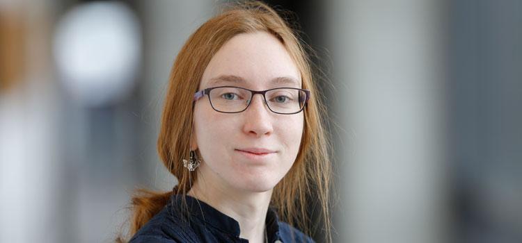 Cosima Breu, erste weibliche Studentin, die bei Prof. Luciano Rezzolla in der Theoretischen Astrophysik ihre Bachelor-Arbeit gemacht hat;