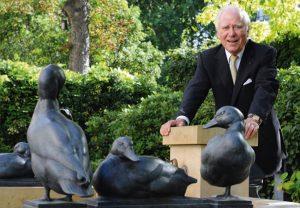 Ihm verdankt die Goethe-Universität den Besitz eines eigenen Museums: Carlo Giersch, hier im Garten des Museums, hat sich mit der Schenkung selbst übertroffen.