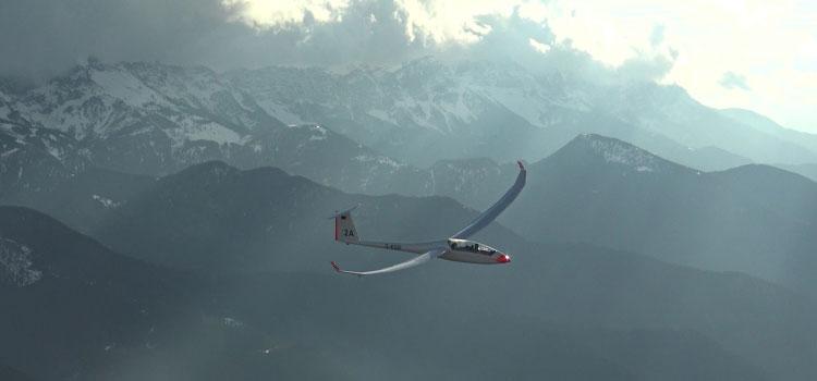 Segelflugzeug der Akaflieg in den Pyränen; Foto: Akaflieg Goethe-Uni