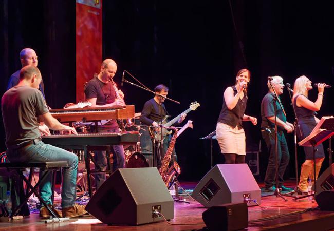 Eckerts Band Habakuk tritt unter anderem regelmäßig bei Kirchentagen auf; Foto: Boderke-Eckert