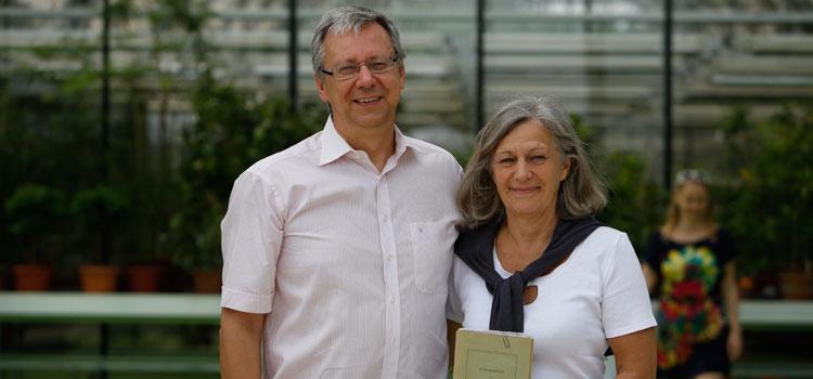 Das Studienbuch wurde in Ehren gehalten: Es ist eine Art »Gründungsdokument« für die glückliche Ehe von Michael und Silke Müller; Foto: