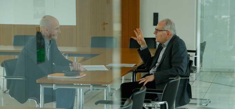 Bernd Frye im Interview mit Prof. Michael Sievernich. Foto: Dettmar
