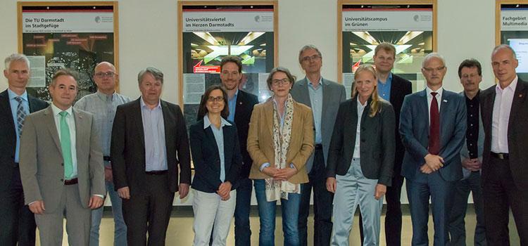 Die Mitglieder des Forschungsrates bei der konstituierenden Sitzung in Darmstadt. Bild: Paul Glogowski