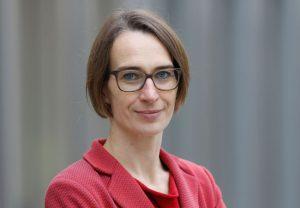 """Sandra Seubert ist Professorin für Politikwissenschaft mit Schwerpunkt Politische Theorie an der Goethe-Universität und Sprecherin der von der VW-Stiftung geförderten Forschungsgruppe """"Strukturwandel des Privaten""""."""