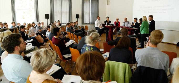 "Blick ins Plenum des Hochschulforums ""Gut beraten""."