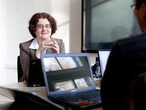 Prof. Dr. Iryna Gurevych ist Sprecherin des Centrums für Digitale Forschung in den Geistes-, Sozial- und Bildungswissenschaften (CEDIFOR). Bild: Katrin Binner