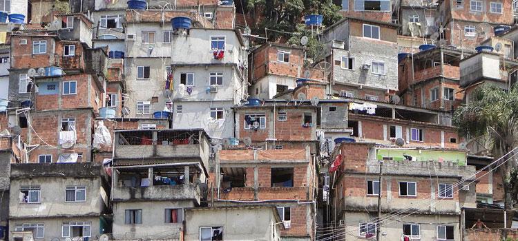 Favela in Rio. Foto: Leon petrosyan/Wikimedia