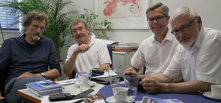 Zu Besuch im Fachbereich 07 – von links: Prodekan Prof. Knut Wenzel, Dekan Prof. Thomas Schreijäck, Prof. Christof Mandry, Studiendekan Prof. Bernd Trocholepczy. (Das Dekaneteam wechselt zum 1. Oktober 2016.)