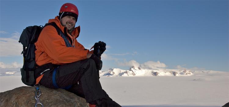 Horst Marschall bei seinem Forschungsaufenthalt in der Antarktis. Das Foto hat sein Gelände-Assistent Sune Tamm geschossen – für zweieinhalb Monate die einzige menschliche Gesellschaft.