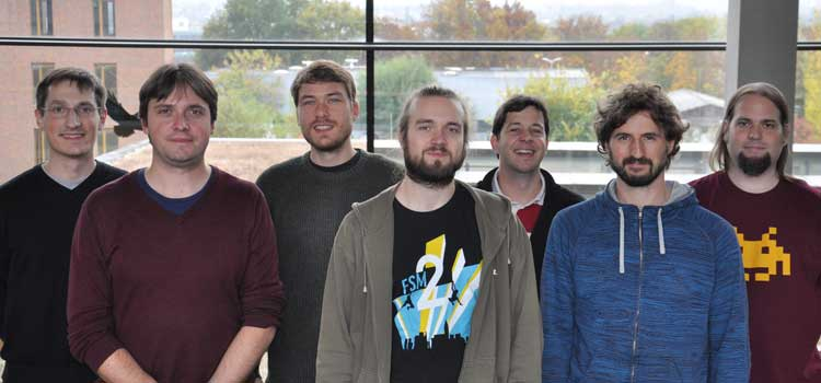 Ein Teil des Teams, das die Messungen durchführte. Von rechts nach links: Till Jahnke, Stefan Zeller, Markus Schöffler, Christian Janke, Martin Richter, Maksim Kunitski, Alexander Hartung Foto: Janine Gatzke