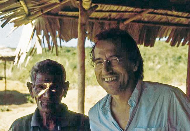 "Seng Koten Tenawahang, ""Erdherr"" von Belogili, und der Ethnologe Karl-Heinz Kohl; Foto: Jona Kohl"