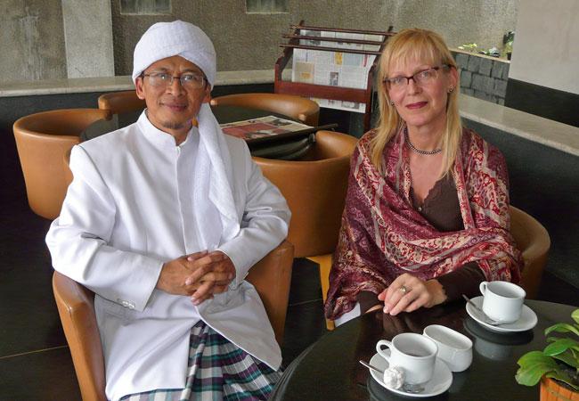 Zu Gast in Bandung, Indonesien: Abdullah Gymnastiar, einer der bekanntesten Prediger eines modernen indonesischen Islam und Ethnologin Susanne Schröter