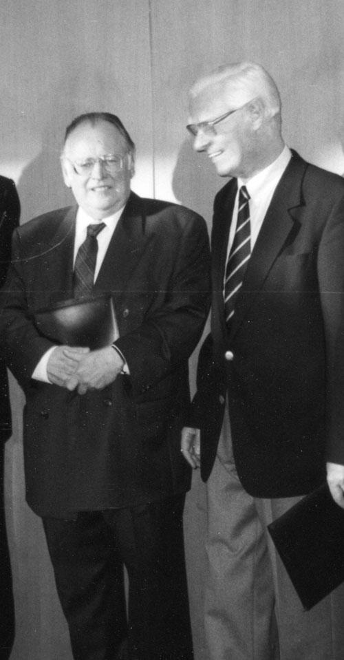 Hermann Schweppenhäuser mit Rolf Tiedemann; © Archivzentrum der Universitätsbibliothek Johann Christian Senckenberg