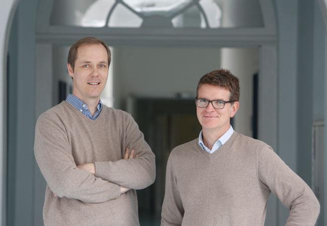 Prof. Florian Greten, Leiter des Georg Speyer-Hauses, und Jörg Trojan, Professor für gastrointestinale Onkologie am Universitätsklinikum; Foto: Uwe Dettmar
