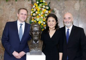 Dr. Volker Busskamp, Prof. Yuan Chang und Prof. Patrick Moore (von links)