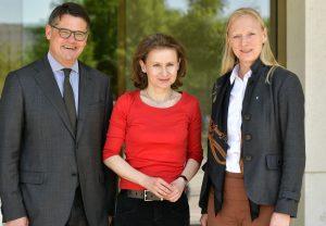 Wissenschaftsminister Boris Rhein und Prof. Birgitta Wolff, Präsidentin der Goethe-Universität (r) gratulieren Prof. Dr. Sybille Steinbacher zum Antritt der bundesweit ersten Holocaust-Professur; © Joerg Puchmueller