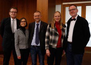 Neues Präsidialteam der Goethe-Universität (v.l.n.r.): Manfred Schubert-Zsilavecz, Simone Fulda, Rolf van Dick, Unipräsidentin Birgitta Wolff, Roger Erb Bild: Lecher/Goethe-Uni