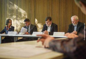 Wissenschaftsminister Boris Rhein (2.v.l.) stellte mit Prof. Simone Fulda, Prof. Volker Lindenstruth und Prof. Hans-Jürgen Lüdde (v.l.) das Konzept des neuen GOETHE-Hochleistungsrechners vor.