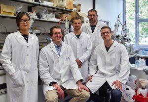 Prof. Helge Bode (2.v.l) und sein Team. Foto: Jürgen Lecher, Goethe-Universität
