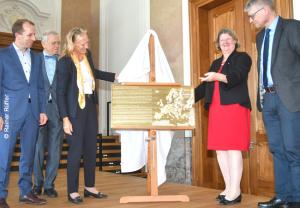 Enthüllung der Plakette (v.l.): Andreas Mulch, Wolfgang Grünbein, Birgitta Wolff, Petra Rudolf, Dieter Meschede