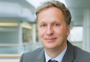 """Prof. Bernd Waas, Arbeitsrechtler an der Goethe-Universität, leitet das Frankfurter Teilprojekt des Horizont 2020-Vorhabens """"Working, yet poor""""."""