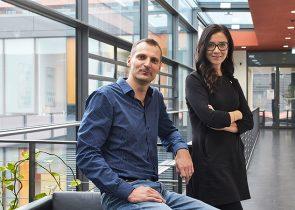 Jasmin Hefendehl und Andreas Schlundt im Buchmann Institut für Molekulare Lebenswissenschaften, Foto: Lecher