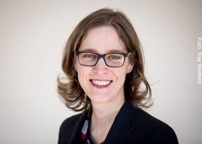 Nicola Fuchs-Schündeln, Professorin für Makroökonomie und Entwicklung an der Goethe-Universität, ist Mitglied in der neu eingesetzten internationalen Expertenkommission, die den französischen Präsidenten beraten wird. Foto: Kay Nietfeld