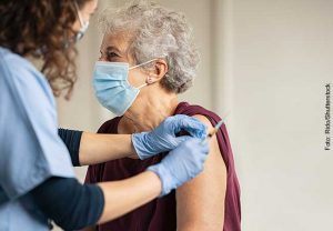 Vaccination of the oldest 25% of the population can prevent 95% of death.